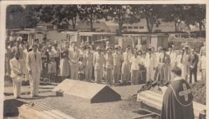 PEMAKAMAN DUA WARGA AS. Upacara pemakaman Kennedy dan Doyle di Pekuburan Pandu, Bandung pada 30 April 1950, dihadiri oleh utusan dari Konsul AS (dokpribadi)