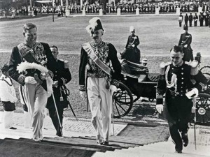 Gubernur Jenderal De Jonge (tengah) foto: www.-archief.nl)