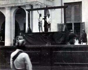 Hukuman gantung yang diberlakukan pemerintah Hindia Belanda pada 1900-an (sumberfoto: tropenmuseum)
