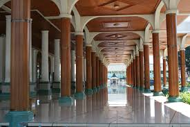 Interior Masjid Agung Sumedang (sumberfoto:forum. vibizportal.com)