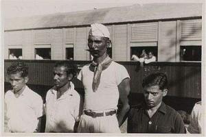 Serdadu-serdadu British Indian Army yang membelot ke pihak Indonesia di Surabaya (1946) foto: Imperial War Museum