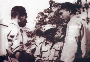 Letkol. Soeharto berbincang dengan Kolonel Kawilarang di palagan Sulawesi (dok Kol.Kawilarang)