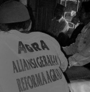 REFORMASI AGRARIA. Para petani yang tergabung dalam AGRA tengah melakukan rapat mingguan (foto:hendijo)