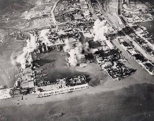 SURABAYA 1945. Dibombardir militer Inggris dari udara, darat dan laut (foto:IWM)