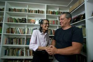 SIMBOL REKONSILIASI. Sejarawan Indonesia Anhar Gonggong dan Max van der Werff Jr (foto:hendijo)