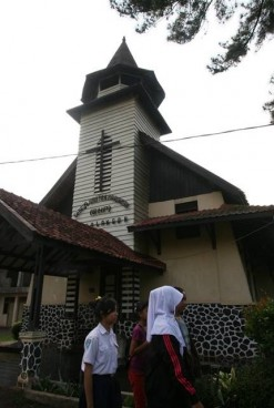 Dusun Kristiani di Kota Santri